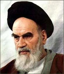 Foto van ayatollah Chomeini. De foto heeft geen onderschrift.