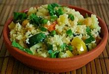 Foto van een schaaltje couscous. De foto heeft geen onderschrift.